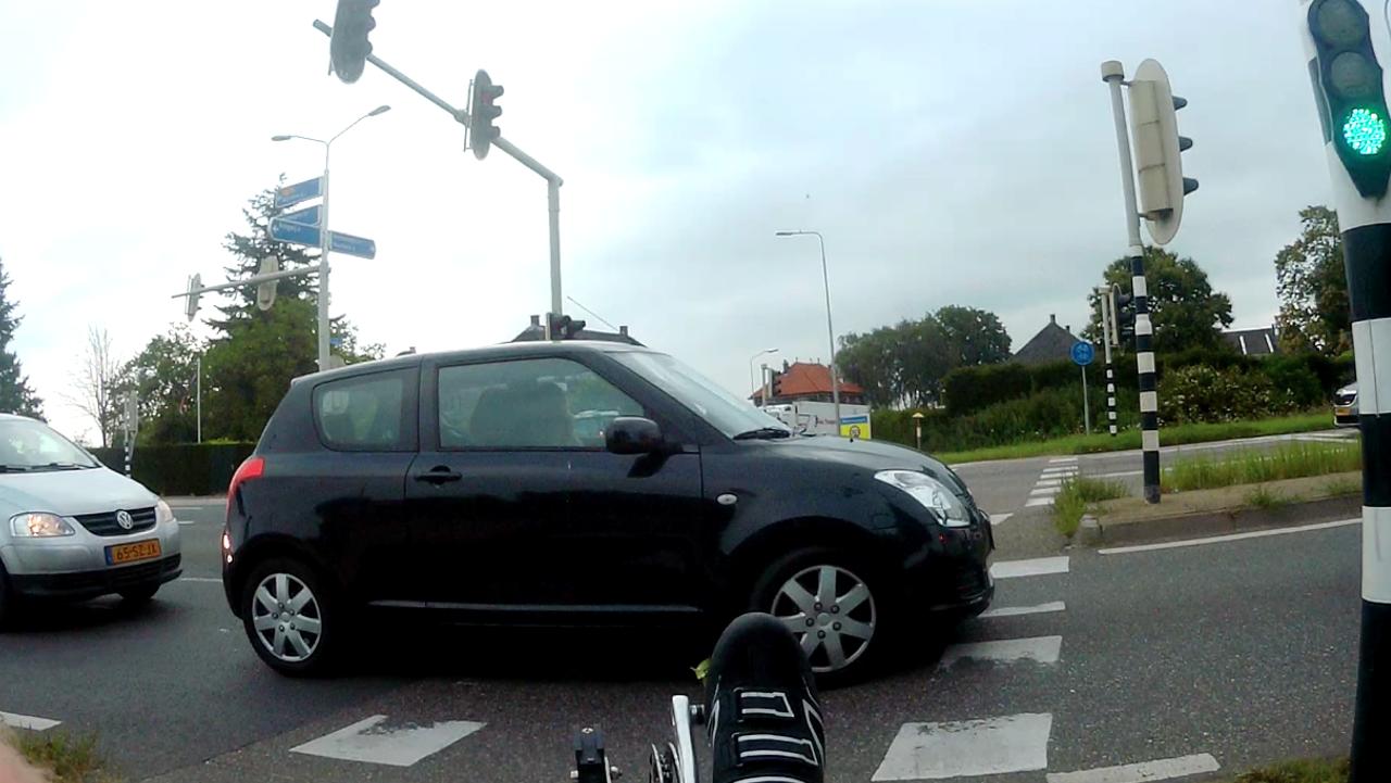 Bij file de fietsersoversteekplaats blokkeren
